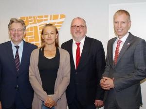 SPD-Bundestagsabgeordneter Achim Post, Stadt-Sozialarbeiterin Elke Horn, SPD-Landtagsabgeordneter Ernst-Wilhelm Rahe und Dezernent Frank Haberbosch
