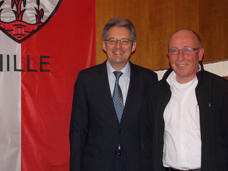 Erörterten beim Antrittsbesuch in Hille örtliche Themen und den Berliner Koalitionsvertrag: MdB Achim Post und Bürgermeister Michael Schweiß.