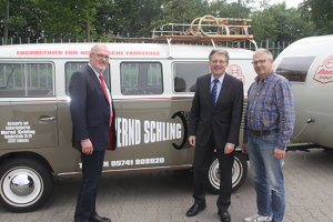 Bildunterschrift: MdL Ernst-Wilhelm Rahe, MdB Achim Post und Geschäftsführer Bernd Schling