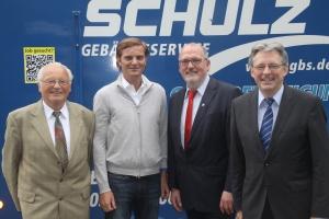 Die Geschäftsführer Joachim und Dirk Schulz zusammen mit den heimischen Abgeordneten Ernst-Wilhelm Rahe und Achim Post