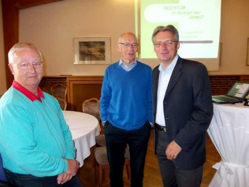 (v. l.) Vorsitzende AG 60 plus Minden - Lübbecke Dieter Pohl, Referent Emil Engel und SPD-Bundestagskandidat Achim Post. FOTO: SPD AG 60