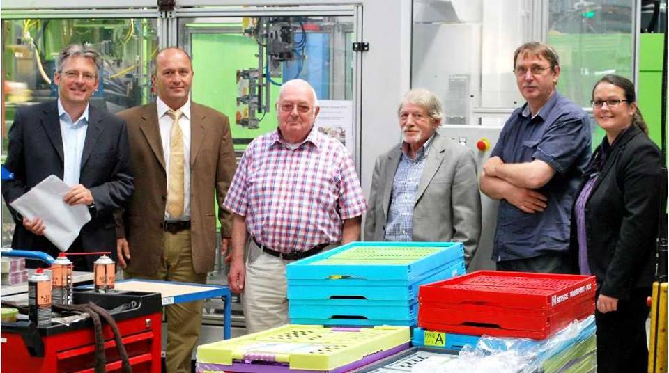 v.l.: Bundestagskandidat Achim Post, Geschäftsführer Technik Axel Schulze, Günter Bohne, Paul Lahrmann, Reinhard Lammert (alle SPD-Stemwede) und Marketingleiterin  Martina Goldstein (FOTO: OKT )