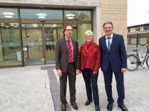 (v. links): Prof. Dr. Oliver Wetter (Dekan des Campus Minden), Inge Howe (MdL) und Achim Post (MdB)