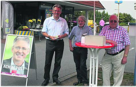 In Stemwede verließ sich Bundestagskandidat Achim Post (l.) auf den SPD-Gemeindeverband und wurde nicht enttäuscht. Neben dem Gemeindeverbandsvorsitzenden Paul Lahrmann und Günter Bohne, Vorsitzender der AG 60plus, (v.l.) unterstützen ihn in Levern Reinhold Bartels sowie Kurt und Jürgen Gläscher. ·(Foto: Pröpper)