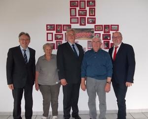 Von links: MdB Achim Post, Ulrike Gralla, Bürgermeisterkandidat Uwe Wortmann, Reinhold Gralla und MdL Ernst-Wilhelm Rahe in der Kleiderkammer