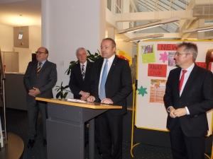 Steffen Kampeter, MdB (CDU), Georg Droste, Sparkasse Minden-Lübbecke, Landrat Dr. Ralf Niermann und Achim Post, MdB (SPD)