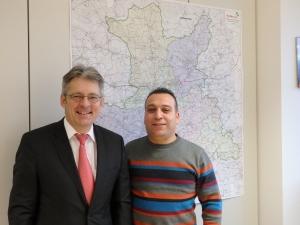 Der heimische Abgeordnete Achim Post begrüßt Kameran Ebrahim im Deutschen Bundestag