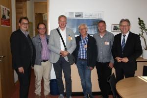 Abgeordnete Stefan Schwartze (l.) und Achim Post (r.) im Gespräch mit Bigtab-Vertretern aus Porta Westfalica, Bückeburg und Seggebruch