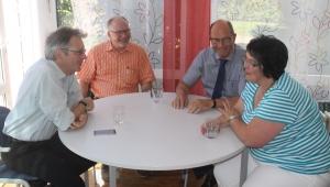 MdB Achim Post im Gespräch mit dem Verein MitMenschen e.V.  v.l. MdB Achim Post, Wolfgang Mandtler, Wolfgang Drees und Claudia Strobel